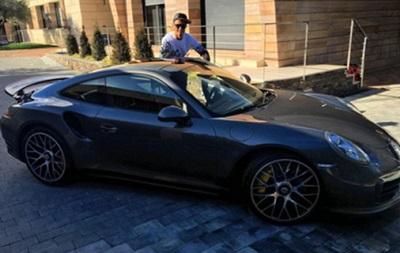 Не золотом единым: Роналду порадовал себя новым Porsche