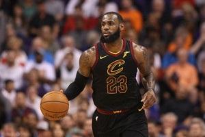 Данк ЛеБрона через Нуркича – среди лучших моментов дня в НБА